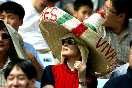 带草帽的墨西哥女球迷