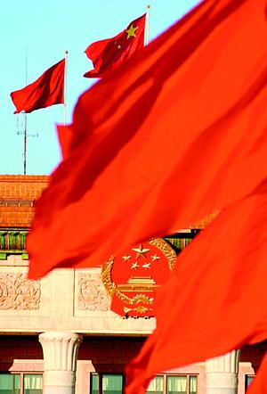 天安门广场红旗迎风飘扬
