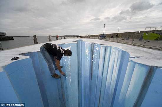 ...,三维立体画是利用人眼的立体视觉差现象制作的绘画作品,这种