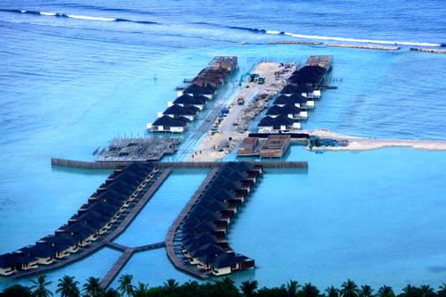 这是2008年4月13日拍摄的散落在印度洋上的马尔代夫部分岛礁.